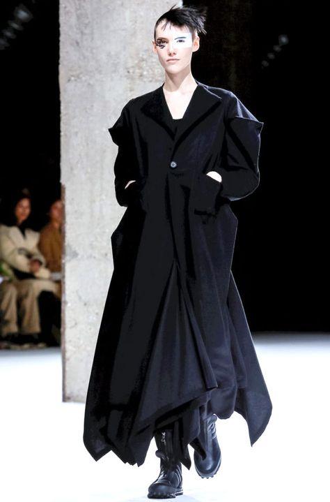 Collection YOHJI YAMAMOTO - Winter 2019 - PARIS      Clothes ... 3f8fac7445b