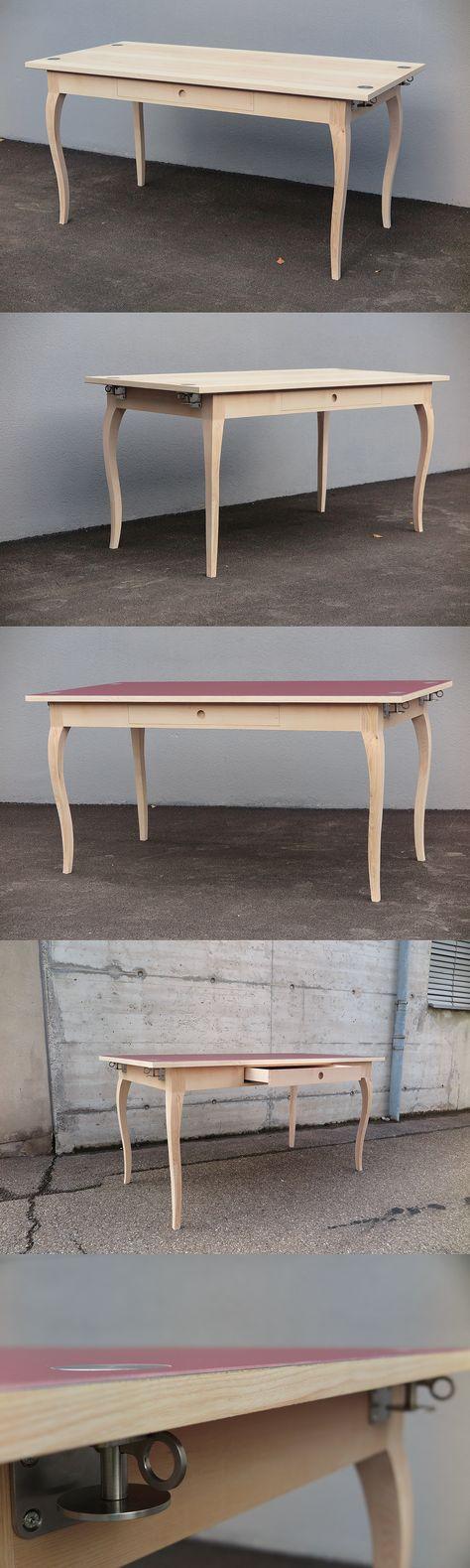 Abschlussmöbel von meiner Ausbildung als Schreiner. Tisch mit universellem Tischblatt und Geschweiften Tischfüssen. Unterbau in Esche, das Innenleben und die Schublade sind in Ahorn    Das Tischblatt in Desktop Linoleum belegt und die andere Seite Kernesche Furniert.