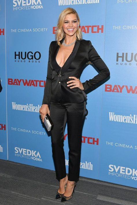 Kelly Rohrbach wore a Prabal Gurung Resort 2017 tuxedo.