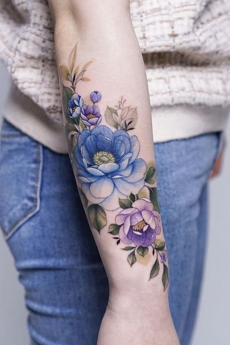 Floral Tattoo Inspiration for Men and Women – Bein Kemen Hand Tattoos, Botanisches Tattoo, Elbow Tattoos, Key Tattoos, Tattos, Tulip Tattoo, Flower Tattoo Arm, Flower Tattoo Shoulder, Tattoo Flowers