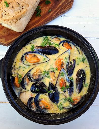 Mussels in Lemon Garlic-Butter Sauce with Butter Onion Garlic Chili Flakes Dry White Wine Cream Mussels Salt Black Pepper Lemon Juice Parsley Shellfish Recipes, Seafood Recipes, Mussel Recipes, Seafood Appetizers, Clam Recipes, Free Recipes, Garlic Mussels, Baked Mussels, Mussels Marinara