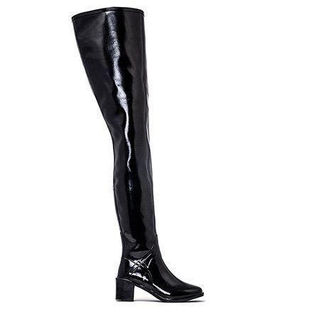 ACQUO Broadway is a glossy rubber boot. Stylish boots for rainy days. With a lower comfortable heel of cm for a everyday wear.