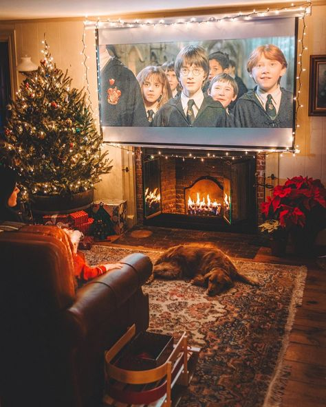 Cosy christmas with Harry Potter movie night Send Christmas Cards, Merry Christmas, Cosy Christmas, Days Until Christmas, Christmas Night, Christmas Mantels, Christmas Movies, Christmas 2019, Christmas Decorations