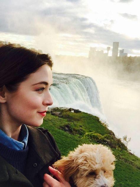 Sarah Bolger als Annie Rose Clark:) findet meine Story 'Schloss Riddle' auf Wattpad unter dem Benutzernamen 'Pixelbild' :D