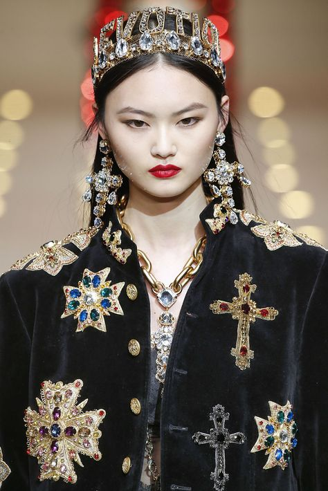 Extravagent Dolce & Gabbana Tiaras, Gucci Balaclavas, and More Wild Accessories at Milan Fashion Week