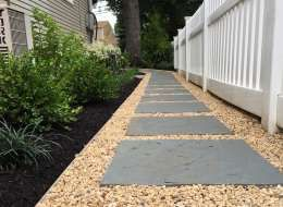 Dry Laid Bluestone Stepping Stones With Pea Gravel