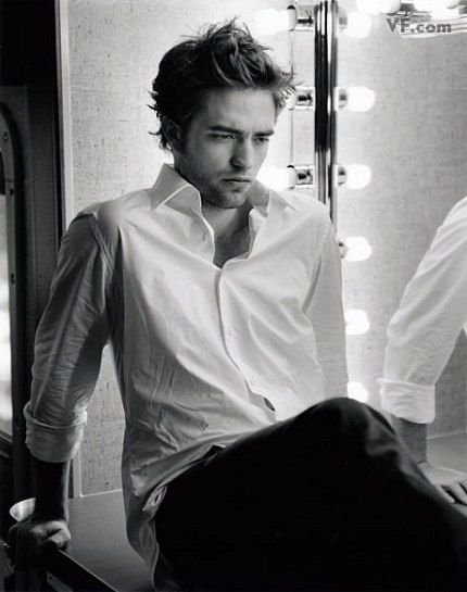 Vanity Fair has up another slide show of Robert Pattinson photos from his photo shoot. Check out all the gorgeous pics here. Vanity Fair also has a Twilight page now here. Robert Pattinson Twilight, Edward Pattinson, Edward Cullen, Saga Twilight, Blake Steven, Fangirl, Robert Douglas, Bruce Weber, Portraits