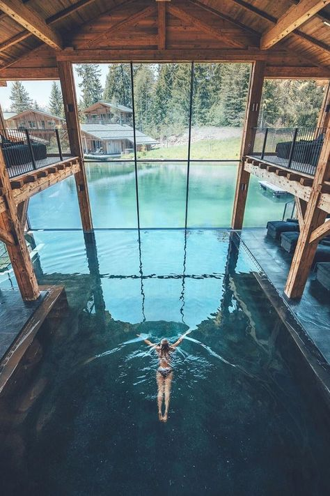 Architektur San Luis Retreat & Lodges – Bolzano, South Tyrol, Italy Parks And Gardens In Chesterfiel Indoor Swimming Pools, Swimming Pool Designs, Houses With Indoor Pools, Swiming Pool, Beautiful Places To Travel, Beautiful Hotels, Amazing Hotels, Wonderful Places, Luxury Pools
