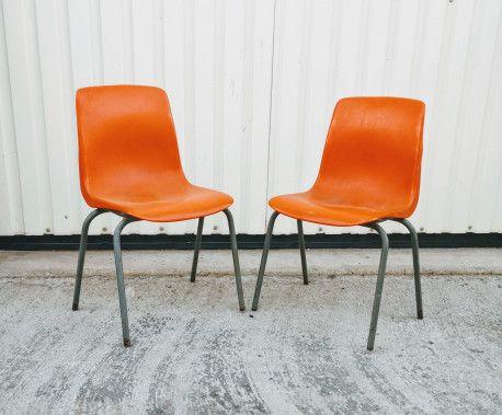 Paire De Chaises Orange Grosfillex Les Vieilles Choses Chaises Oranges Grosfillex Chaise De Salle A Manger