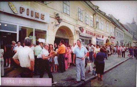 Romania before 1989 - queue for bread
