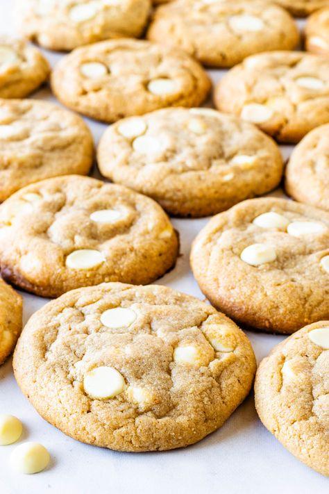 White Chocolate Peanut Butter Cookies #peanutbutter #whitechocolate #cookies #chewy #soft #baking #easy #cookiebaking