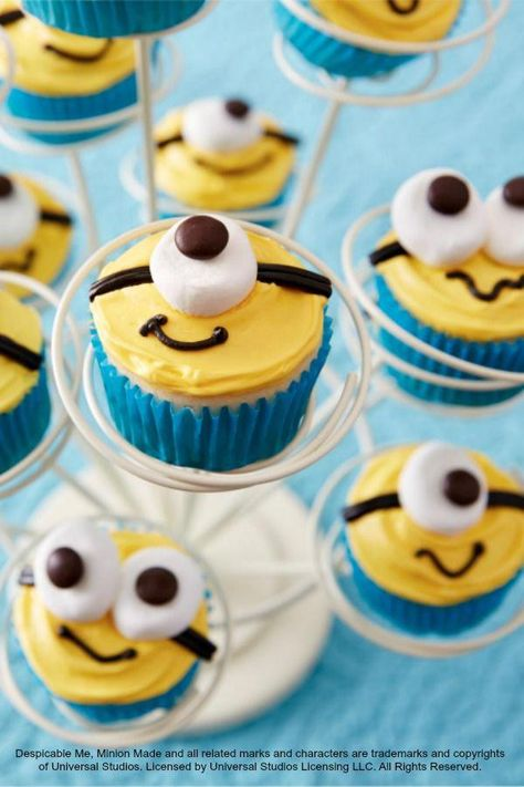 Now showing: Despicable Me cupcakes for your little Minion's birthday party! Now showing: Despicable Me cupcakes for your little Minion's birthday party! Minion Cupcakes, Despicable Me Cupcakes, Bolo Minion, Minions Despicable Me, Fun Cupcakes, Cupcake Cakes, Despicable Me Party, Minion Party Food, Cupcake Recipes