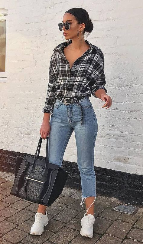 casual outfit idea / plaid shirt   black bag   skinny jeans   sneakers