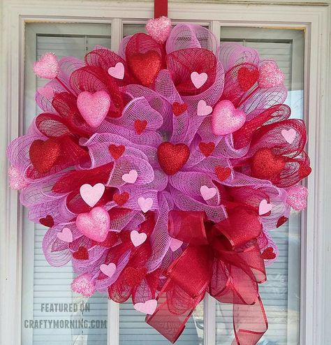 Cathy Hubbert Kollman's beautiful wreaths for Valentine's Day! Supplies Needed: 3 Rolls of deco mesh Pipe cleaners Sheer red ribbon 12 inch wire frame Table scatter hearts Valentines Decoration, Diy Valentines Day Wreath, Valentine Day Crafts, Valentine Ideas, Valentine Text, Printable Valentine, Homemade Valentines, Saint Valentine, Wreath Crafts