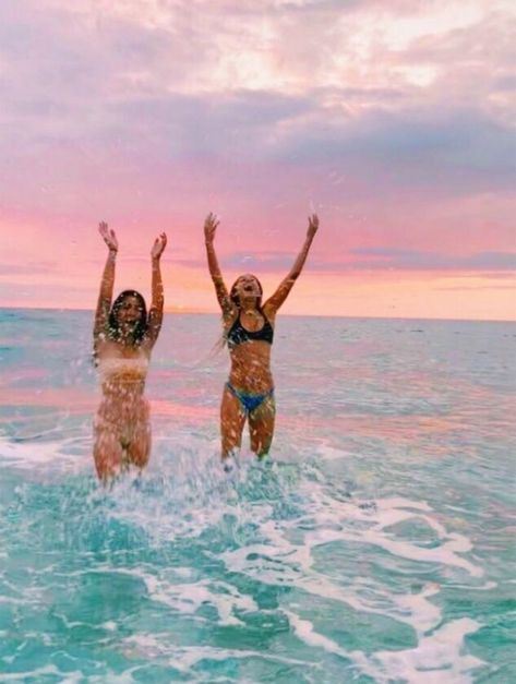 Pin by bella melov on friends summer vibes, summer pictures, Bff Pics, Photos Bff, Cute Friend Pictures, Friend Photos, Beach Pictures Wallpaper, Best Friend Fotos, Beach Pink, Summer Beach, Retro Summer