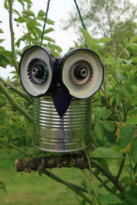 We turn metal trash into cute tin can owls that can be hung in your garden or used as cute windowsill planters in this easy to follow tutorial. Tin Can Crafts, Owl Crafts, Crafts To Make, Upcycled Crafts, Recycled Art, Recycled Tin Cans, Garden Crafts, Garden Projects, Garden Owl