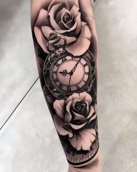 Relógio e floral em preto e cinza