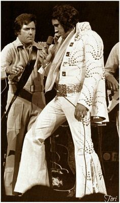 "( 2016 IN MEMORY OF ★ † ELVIS   PRESLEY ♪♫♪♪ Rock & roll / pop / rockabilly / country / blues / gospel / rhythm & blues "" Friday, June 16, 1972 - Elvis and Charlie, Chicago."" ) ★ † ♪♫♪♪ Elvis Aaron Presley - Tuesday, January 08, 1935 - 5' 11¾"" - Tupelo, Mississippi, USA. Died; Tuesday, August 16, 1977 (aged of 42) Resting place Graceland, Memphis, Tennessee, USA. Cause of death: (cardiac arrhythmia)."