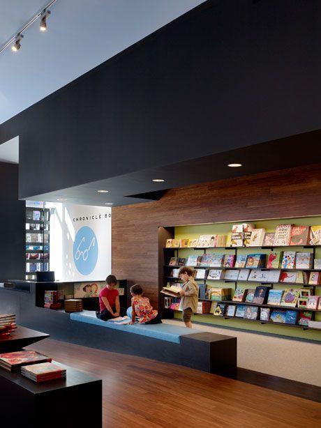 café mit buchladen - sitzbereich mit bildern berühmter autoren ... - Cafe Mit Buchladen Innendesign Bilder