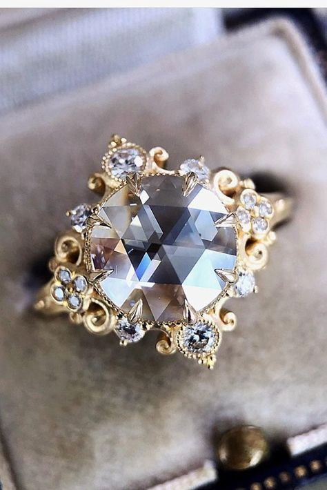 24 Sophisticated Vintage Engagement Rings To Prove Your Love - Vintage engagement rings - #engagement #Love #Prove #rings #Sophisticated #vintage #Vintageengagementrings