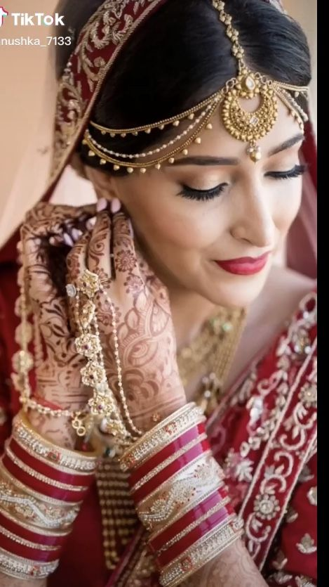 Pin By Saaleha Asin On My Wedding In 2020 Indian Wedding Photos Indian Wedding Photography Poses Indian Bride Poses
