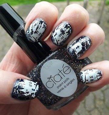 nails Halloween haunted house &...
