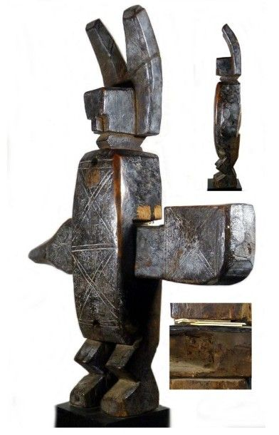 Art d'Afrique - Auction BELLE ET ANCIENNE SERRURE BAMANA (Mali). En bois, de forme anthropomorphe, à patine brillante par endroits. 43 x 8 cm. Bois, fer.
