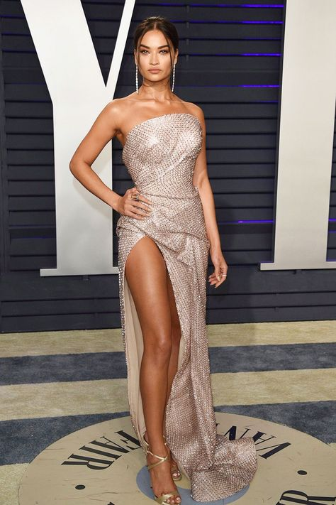 Shanina Shaik arrived at the Vanity Fair Oscar Party, in Beverly Hills, Calif, looking sexy and stunning! -- HollywoodLife