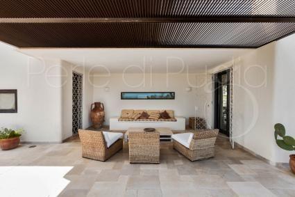 Casa Ambra Offerte Di Vacanze In Puglia Ville Con Piscina In Affitto Holiday Offers In Puglia Villas With Pool For Rent Perl Villa Di Lusso Camera Da Letto Doppia E Divano