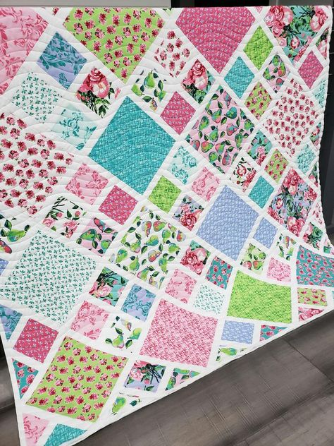 Twin Quilt Pattern, Layer Cake Quilt Patterns, Charm Pack Quilt Patterns, Quilt Square Patterns, Layer Cake Quilts, Scrap Quilt Patterns, Jelly Roll Quilt Patterns, Quilting Ideas, Fat Quarter Quilt Patterns