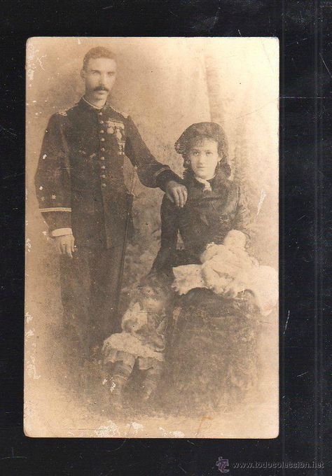 FOTOGRAFIA DE UN MILITAR ESPAÑOL CONDECORADO CON SU FAMILIA. GUERRA DE CUBA. SPANISH AMERICAN WAR - Foto 1