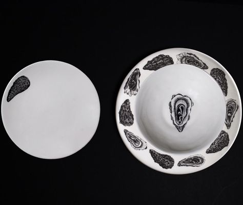 There are 8 oceanic designs to choose from, all hand-finished, and designed by Tom Rooth. Entertain your friends with one striking creature per set, or personalise your collection, by mix and matching - you can do this by selecting multiple 3-piece dinner set designs, or visiting the dinner plate, side plate, and bowl sections. The 12-piece dinner set includes: 4 dinner plates 4 side plates 4 bowls