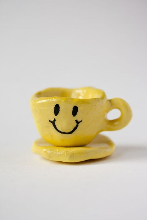 Karin Hagen's miniature happy face cup and saucer are perfect for a small-fry tea party. Ceramic Clay, Ceramic Pottery, Pottery Art, Ceramic Bowls, Clay Art Projects, Ceramics Projects, Diy Clay, Clay Crafts, Keramik Design