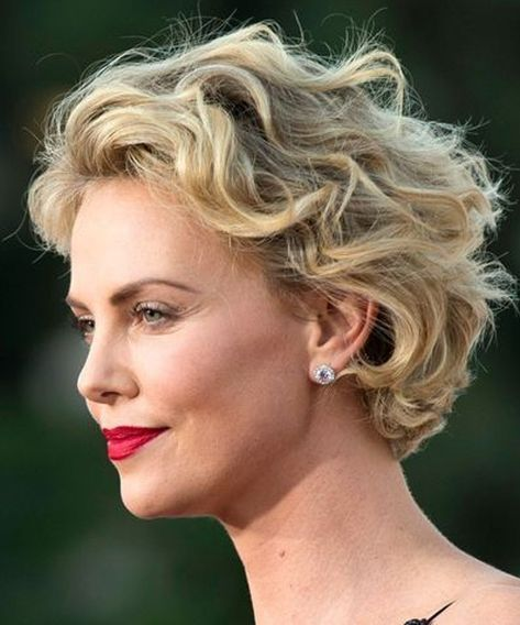 Top 8 Most Gorgeous Short Wavy Hairstyles 2018 For A Trendy Look Hair And Comb Short Wavy Haircuts Short Wavy Hair Hair Styles