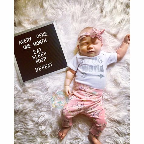 One Month Old Baby, Baby Month By Month, Newborn Pictures, Baby Pictures, One Month Pictures, Funny Pictures, Family Pictures, Newborn Outfit, Newborn Twins