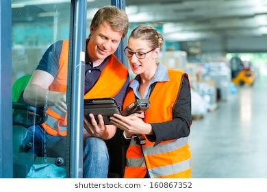 Logistics Teamwork Forklift Driver Worker Or Warehouseman And His Coworker With Scanner At Warehouse Of Freight Forwarding Comp Vektorgrafik Stockfoto Fotos