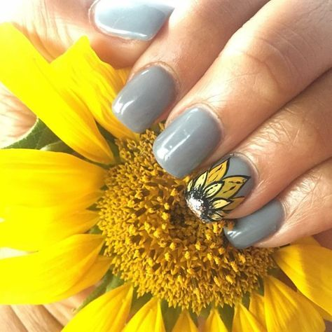 Day 78 Sunflower Nail Art Sunflower Nail Art Sunflower Nails Flower Nails