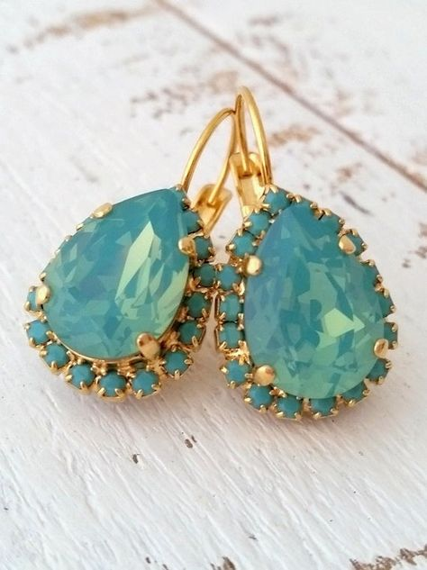 #weddings #jewelry #earrings #bridesmaidgift #bridalearrings #vintageearrings #bridesmaidsearrings #swarovskiearrings #golddangleearrings #dropearrings #crystalearrings #weddingjewelry #mintearrings #mintgreenseafoam #pacificopal
