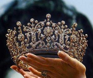 تفسير حلم لبس التاج لابن سيرين رؤيا التاج في المنام Jewelry Bling Quinceanera Crown