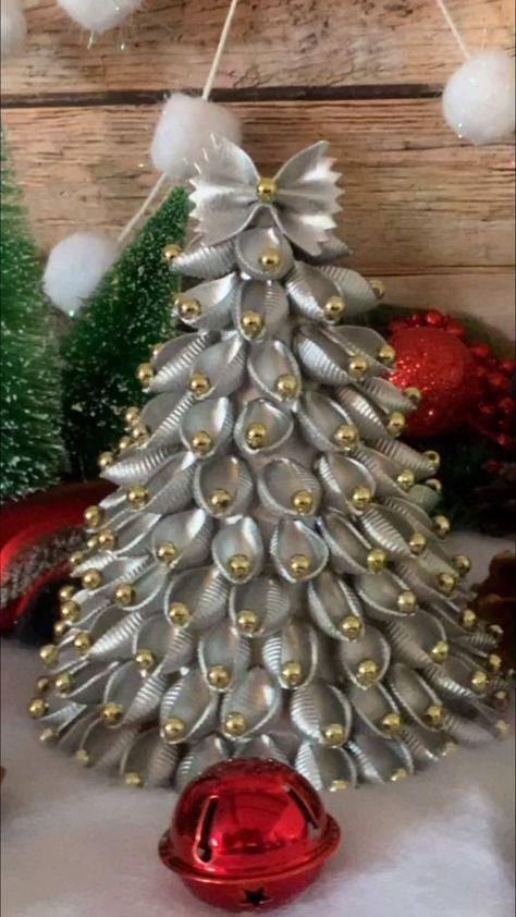 Noodle Christmas Tree Craft- pasta christmas diy project to make. DIY Christmas decor to make. Fun craft for kids to make. Cheap christmas decorations.