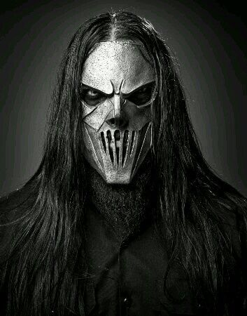 Mick Thomson (born is an American heavy metal musician. He is known as being one of two guitarists in the heavy metal band Slipknot. Nu Metal, Black Metal, Heavy Metal Bands, Heavy Metal Art, Death Metal, Slipknot Band, Slipknot Corey Taylor, Mick Thomson, Thrash Metal