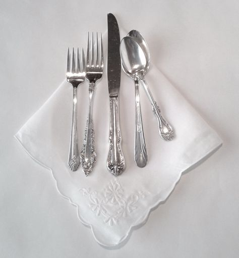 Adorn your table with our unique vintage and antique mismatched silver-plated silverware. Choose from sets of 5, 3 or individual pieces. Sets of 6 includes: Dinner fork, salad fork, dinner knife, teaspoon, soup spoon & dessert fork Sets of 5 includes: Dinner fork, salad fork, dinner knife, teaspoon & soup spoon Sets of 3 includes: Salad fork, dinner knife & teaspoon A-La-Carte: For more specific event needs Please note that our salad fork and dessert fork are the same size. Check out