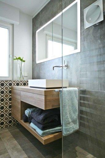 Seniorengerechtes Bad In Naturtonen Badezimmer Badezimmer Neu Gestalten Waschtischunterschrank