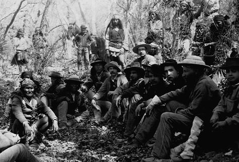 Council Between Geronimo and U.S. Army Officers : In 1886, Apache leader Geronimo meets with U.S. General Crook near Tombstone, Arizona. (Photo Credit: CORBIS)    Browse simila
