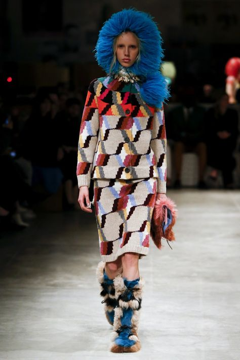 Prada Fall 2017 Ready-to-Wear collection, runway looks, beauty, models, and reviews.