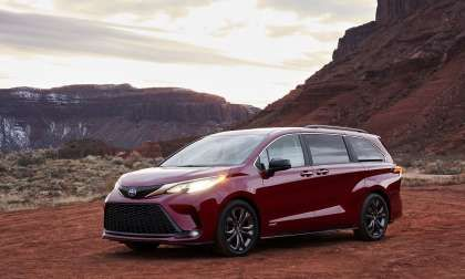 Big Reveal With Pics As Toyota Just Announced Two New Hybrids Including 2021 Sienna Cars Car Bmw Auto Carlifestyle Superc In 2020 Toyota Sienna Toyota Mini Van