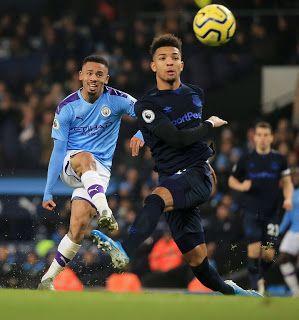 Com dois gols, Gabriel Jesus garante vitória do Manchester City sobre o Everton