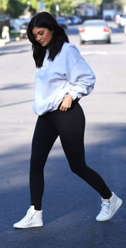Kylie Jenner ♥ Rocking the basic sweater and black tights / tights