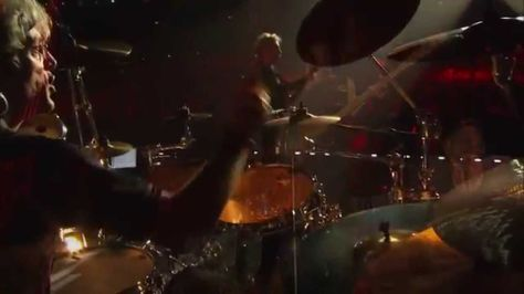 The Police - Live Tokyo Dome 2008 HD Message In A Bottle (0:40) Synchronicity II (5:32) Walking On The Moon (11:52) Voices/When The World Is Running Down (18:13) Don't Stand So Close To Me (25:50) Driven To Tears (30:50) Hole In My Life (36:54) Every Little Thing She Does Is Magic (41:23) Wrapped Around Your Finger (46:03) De Do Do Do, De Da Da Da (52:12) Invisible Sun (56:53) Can't Stand Losing You/Reggatta de Blanc (1:02:02) Roxanne (1:08:41) King Of Pain (1:15:05) So Lonely (1:20:41)…