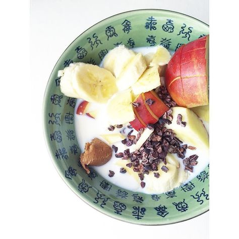 Quick'n'easy happy breakfast.  Low fat curd with fruits  one spoon of my favorite peanut Butter and 100% pure raw choco nibs.  FOR SURE with a good small cup of coffee. #fresh #freshfood #food #foodlover #foodporn #lowcarb #lchf #fitness #freeletics #health #l4l #f4f #healthy #healthyfoodideas #tasty #workout #foodbowl #clean #cleaneating #veggie #keto #diet #coffee #curd #fruits #fruitlover #fruitlovers by cleaneatinglily